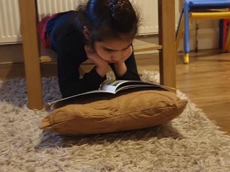 Arjan (1TM) reads in an unusual place.