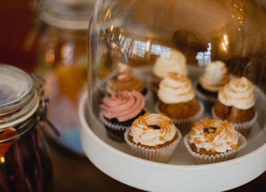 Kuchenetagere klein