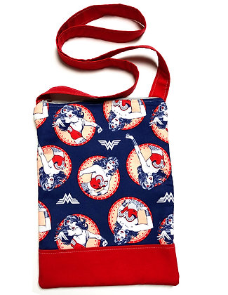 Wonder Woman Zip Shoulder Bag