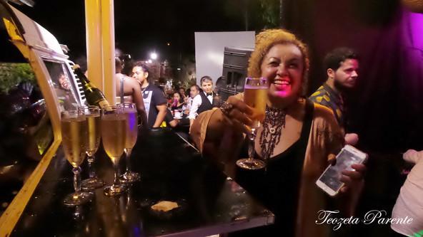 Ana Lucíola recebe amigos em seu aniversário