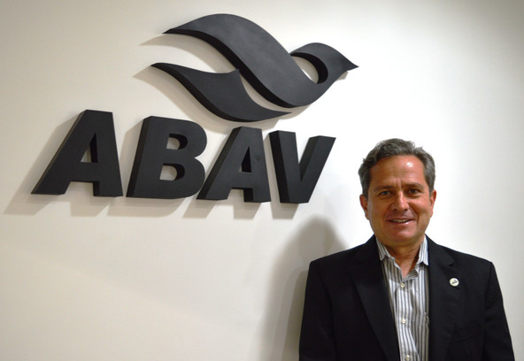 Eleito por aclamação, Carlos Palmeira é o novo presidente da ABAV Nacional