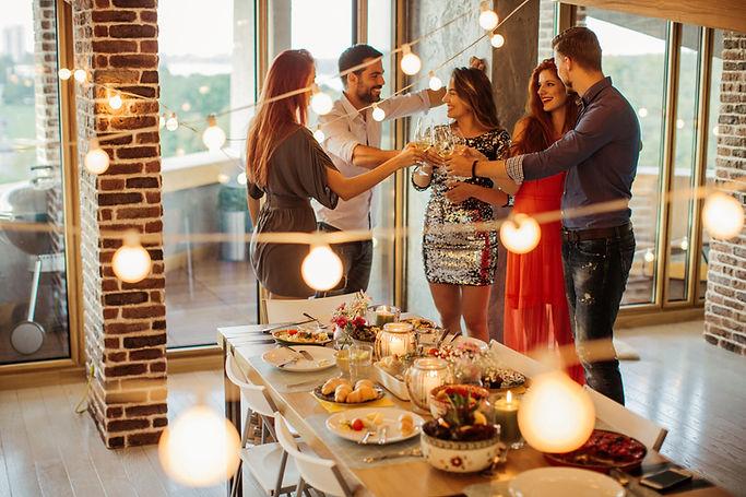רעיונות לחגוג יום נישואין בבית