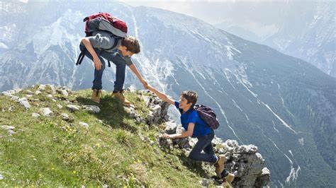 hiking mountaineernig.jpg