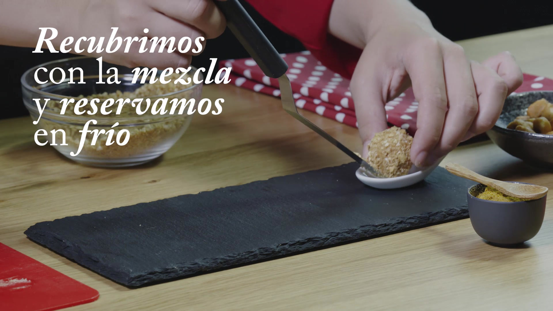 Bombón de foie con kikos y Garam masala