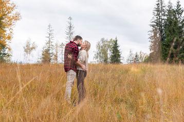 Paarshooting Verliebt Engagement-Shooting Einsiedeln Trachslau Alpthal Schwyz Pfäffikon  Fotograf Fotografin IsaBelle Fotografie