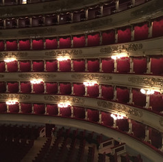 What a beautiful theatre :)