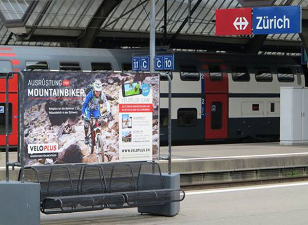 Advertisement in the station Zürich