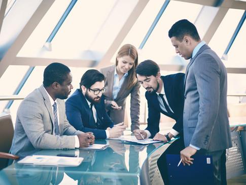 新修正之公司法關於員工獎酬規定,公司至遲應於105年度股東會依法修訂章程
