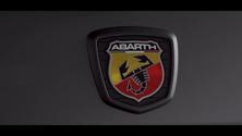 モータージャーナリスト・嶋田智之氏が語る Apple CarPlay / Android Autoと楽しむ アバルトドライビングの魅力
