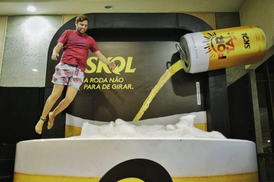 Piscina instagramável SKOL no evento FORTAL, 2019.