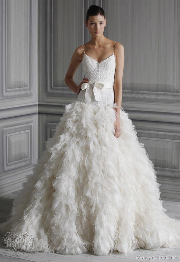 vestido de noiva com penas