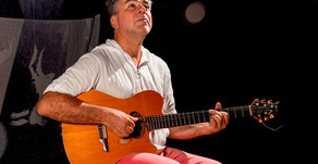 Antonio Villeroy canta sucessos da carreira no show Luz Acesa