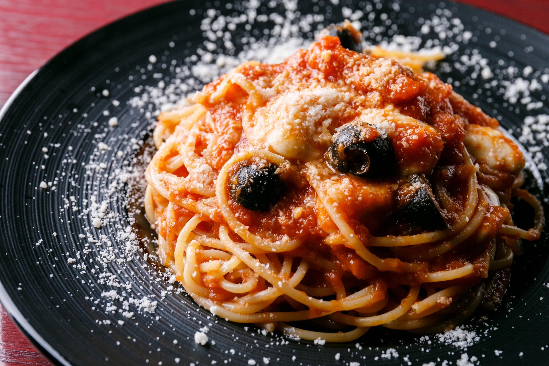 オリーブとモッチァレラチーズのトマトパスタ