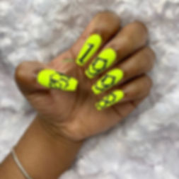 Another neon yellow set 💕 she's an Arie