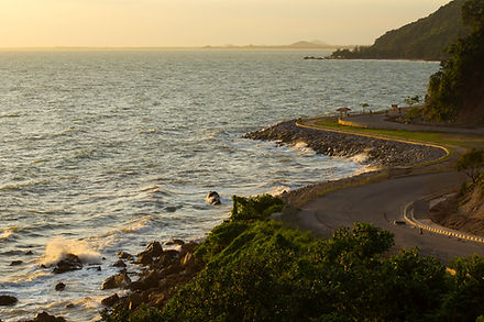 Image of a curve, shoreline road.