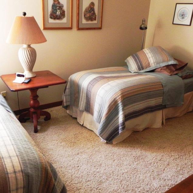Twin/King Bedroom