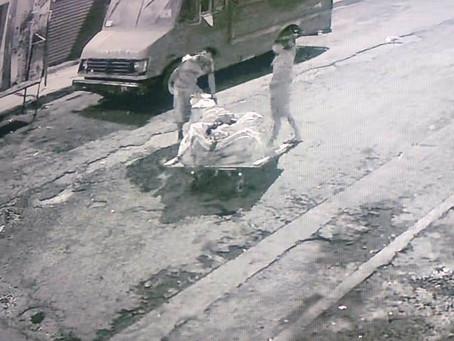 Atrapan en pleno jale a ratas de tapas de alcantarilla en Monterrey