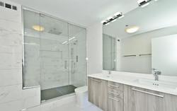 13_600-N-Kingsbury_Unit-309_13_Master-Bathroom_Web_edited