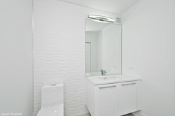 15_600-N-Kingsbury_Unit-309_8_Powder-Room-Main-Level_Print