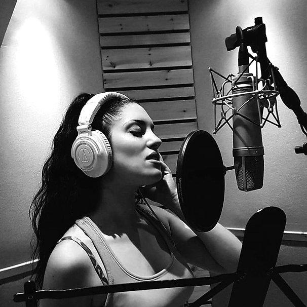 Ifigenia in recording studio