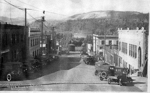 2nd Street, Hood River 1918 (looking north)