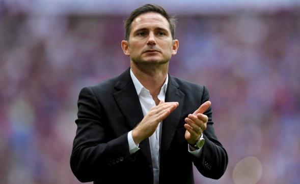 Frank Lampard applauds his Chelsea team during preseason friendly