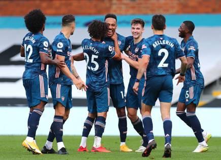 Aubameyang and Arsenal celebrate goal vs Fulham