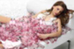 foto, campaña, spot, i, loewe, you, chica, mujer, chaise, longue, frasco, perfume,