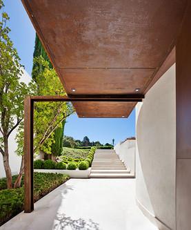 detail-of-the-porch-art-house-madrid.jpg