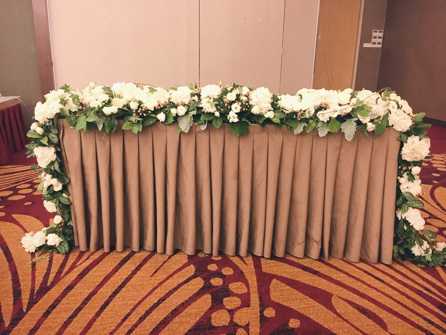 Table flower garland