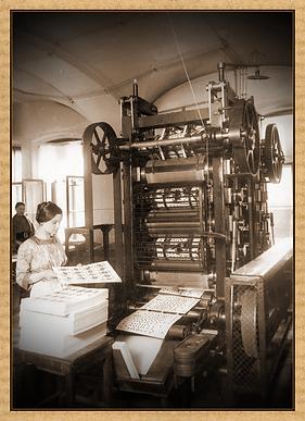 Работница фабрики у станка. 1913
