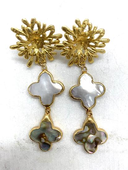 Stacked Quatrefoil Gold Shells