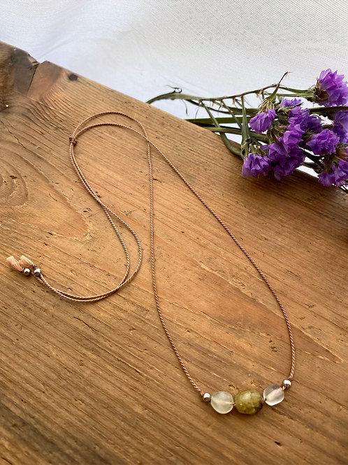 Simplicity necklace - Garnet & Prehnite