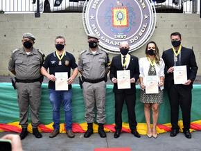 FW: 19 pessoas são agraciadas com Comenda da Brigada Militar
