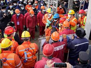 Nove dos 22 mineiros soterrados há duas semanas na China morrem