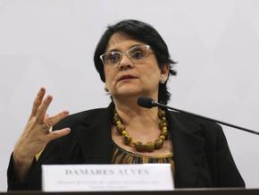 Ministra Damares Alves faz vistoria em aeronaves abandonadas da Funai
