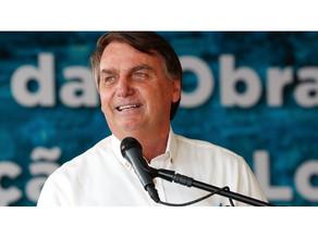 'Estou com a minha carteira de vacinação em dia', diz Bolsonaro