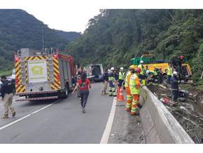 Sobe para 19 o número de mortos no acidente de ônibus na BR-376 no Paraná
