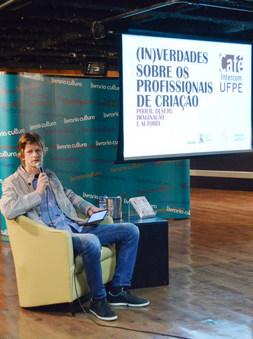 Café Intercom: evento que proporciona discussões entre pesquisadores e sociedade, sobre assuntos específicos da comunicação social (UFPE) Recife, 2014.