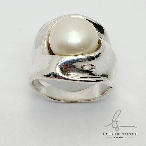 Organic sculptural Pearl Ring