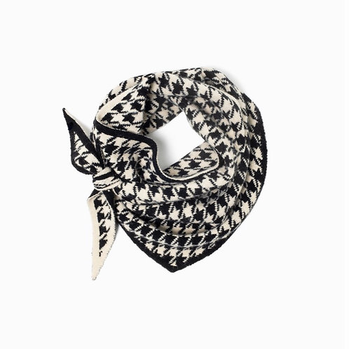 REVERSIBLE HOUNDSTOOTH TRIANGLE SCARF