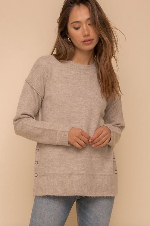 SIDE SNAP BUTTON DEATIL ROUND NECK SWEATER