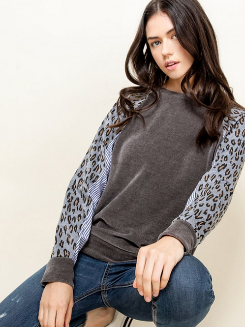 CHENILLE LEOPARD SLEEVE TOP