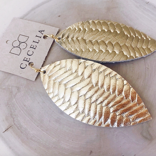 CECELIA TEXTURE FEATHER LEATHER EARRING