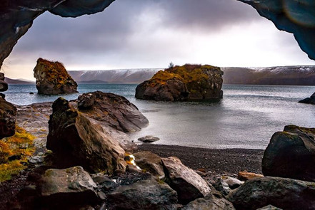 Kleifarvatn is the largest lake on the Reykjanes Peninsula in Iceland, situated in the southern part of the peninsula.jpg