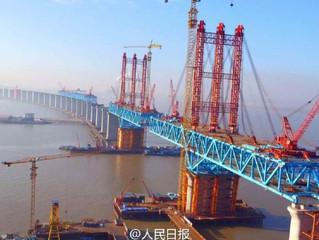 Замедленная съемка строительства самого длинного в мире арочного моста