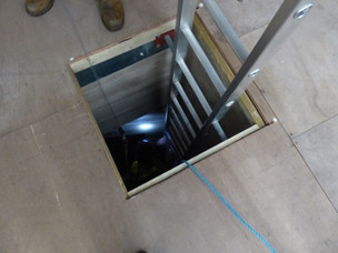 Confined space chamber
