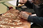 錺金具製作中の写真