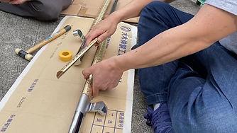 真鍮製取っ手カバー本体を取り付ける