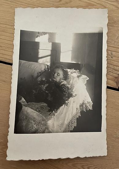 Post Mortem child in crib